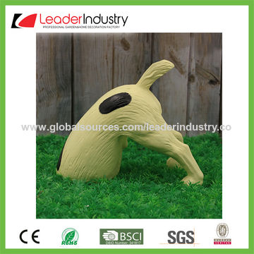 China Polyresin Digging Dog Garden Ornament For Outdoor Decoration