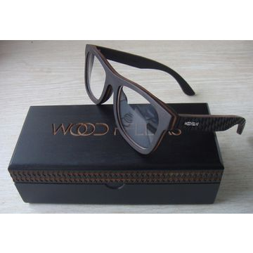 Handmade Natural Wooden Sunglasses with Engraving Effect