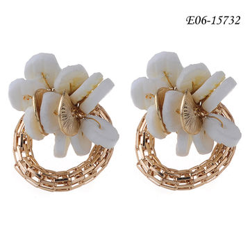 China Fashion Hoop Earrings Made Of Gold Metal High Quality
