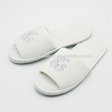 881aa4c960279 ... China 100% cotton terry towel disposable hotel slippers embroidered  logo ...