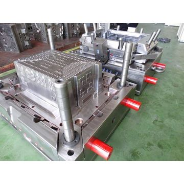 China 580 Injection molding machinery make crate mould for