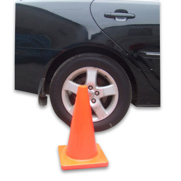 China Traffic Cone, Made of PVC, Available with 28 Inches Height and Logo Printing