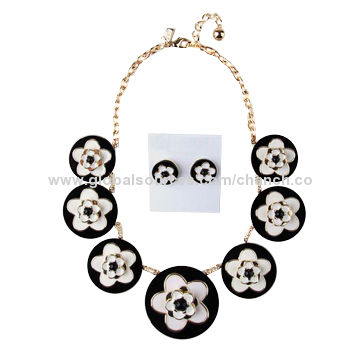 China Stylish Necklace and Stud Earrings Set in Enamel Flower Pattern, Various Styles are Available
