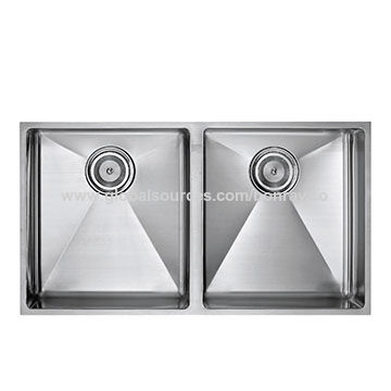 China Handmade R15 Double Bowl Undermount Stainless Steel Kitchen Sink with Strainer