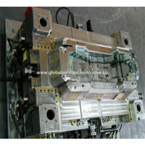 Automotive plastic mold, can produce 3 meters long mold, test machine 2000T