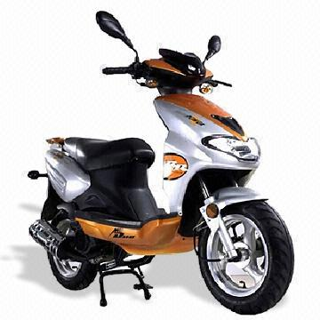 Motor Scooter with 125CC Engine and Maximum Load Capacity of