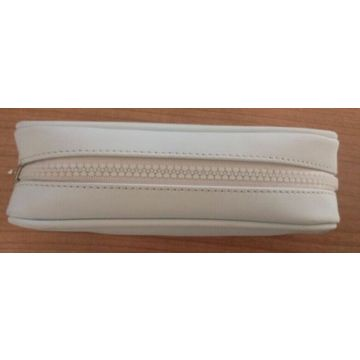 China Fashion Pencil Case with Zip at Top