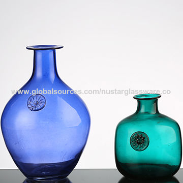 China Hand Blown Art Style Glass Vase From Qingdao Wholesaler
