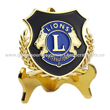 China Custom trophy with 3D relief lion logo on a black painting