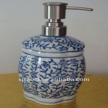 China Handmade Blue And White Porcelain Soap Dispenser Decorative Ceramic Bathroom Sets