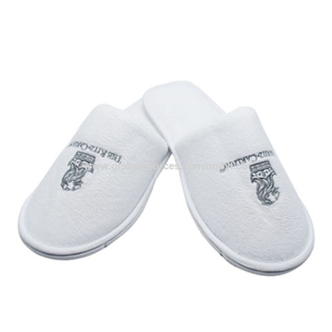 7dce4903cd2 China Top selling 5 star white closed toe disposable hotel slippers  personalized logo velvet cotton ...