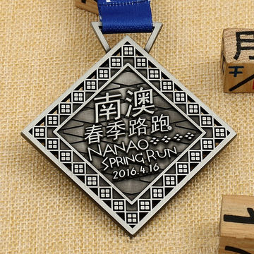 China Zinc alloy die casting sport medal custom finisher running medals
