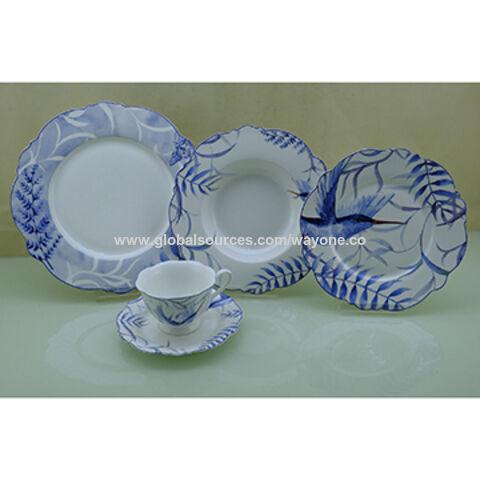 China 30pcs bone China round shape dinner set microwave use