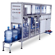 China Water Bottle Filling and Lading Machine