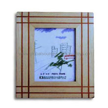 Modern Wooden Frame with Simple and Unsophisticated Style Design, Made of Pine, Confirms EN 71 Test