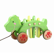 2013 High Performance Wooden Pull Toy Manufacturer
