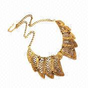 China Retro bronze-colored crystal hollow out pendant choker necklace for women, nickel- and lead-free