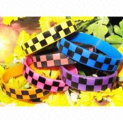 Silicone Bracelets, Customized Colors are Accepted, Available with Silkscreen Printing