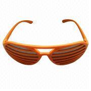 China Las gafas de sol de las mujeres con el marco plástico, conveniente para las señoras, nuevo diseño de moda