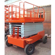 Self-propelled hydraulic lifting platform Manufacturer