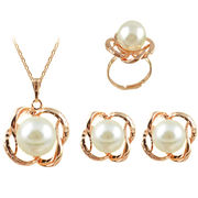 Gold Cultured Pearl Necklaces Manufacturer