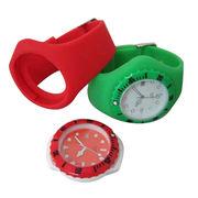 China Los relojes del silicón, los diversos tipos, los colores de PMS y los tamaños están disponibles, para los propósitos promocionales