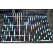 Serrated steel grid for building