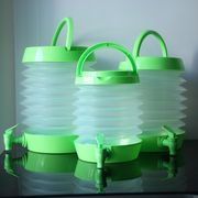 Collapsible plastic pitcher for water and drinks, self-service, shrinkable, portable/with handle