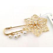 Fashion imitation pearl charm brooch from China (mainland)