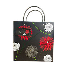 Black Cardboard Paper Gift Bags from China (mainland)