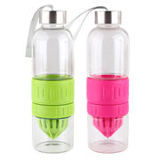 China Eco-friendly lemon infuser glass water bottle