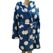 China Coral Fleece Bath Robe, Made of Polyester, Customized Colors and Designs are Accepted