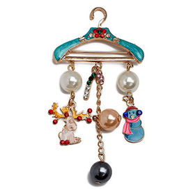 Creative pearl brooch with elk and snowman at Christmas cb6b22dd78b9