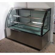 China Curved glass cake and dessert display showcase refrigerator