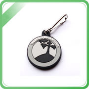 China Custom high quality silver keychains with multiple glitter colors for cheerleaders associations