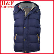 China Fashion Design Men's Padding Vest, Wind-proof, Polyester Shell Material, Customized Printed Label